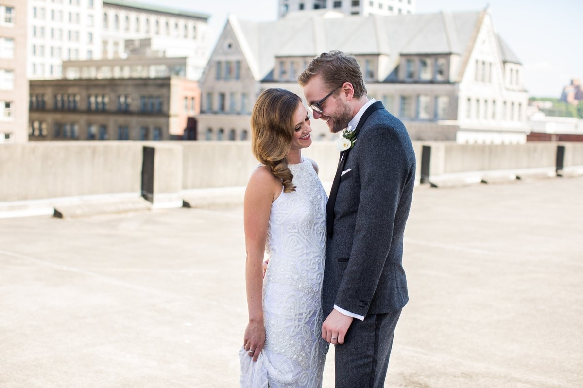 bride_groom_rooftop_portrait