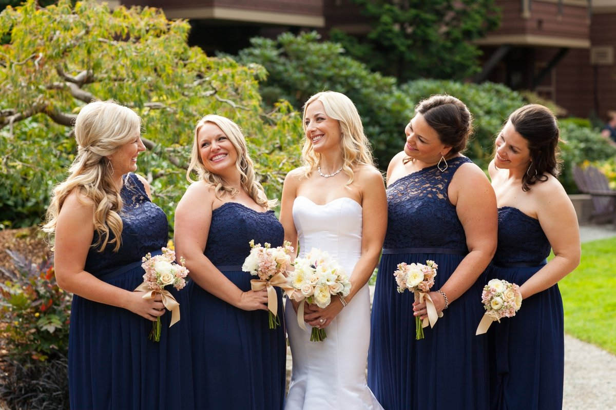 bride_with_bridesmaids