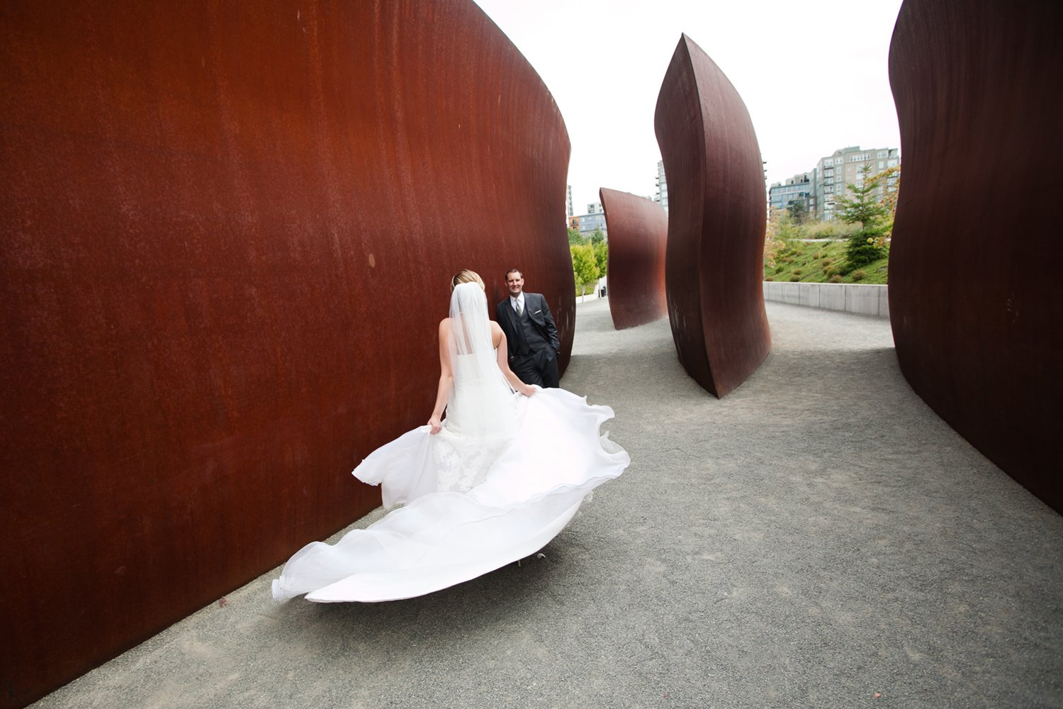 bride_spinning_in_rusty_scluptures