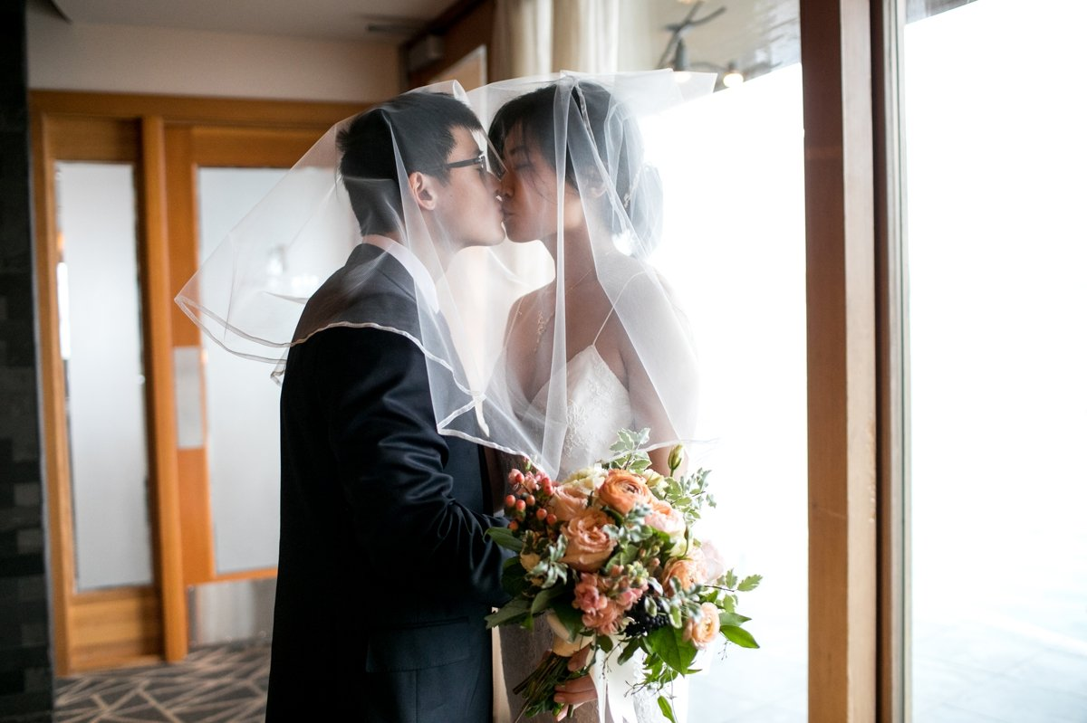 edgewater_wedding_kiss