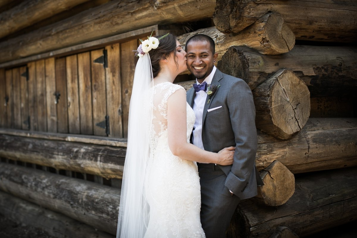 bride_and_groom_log_cabin