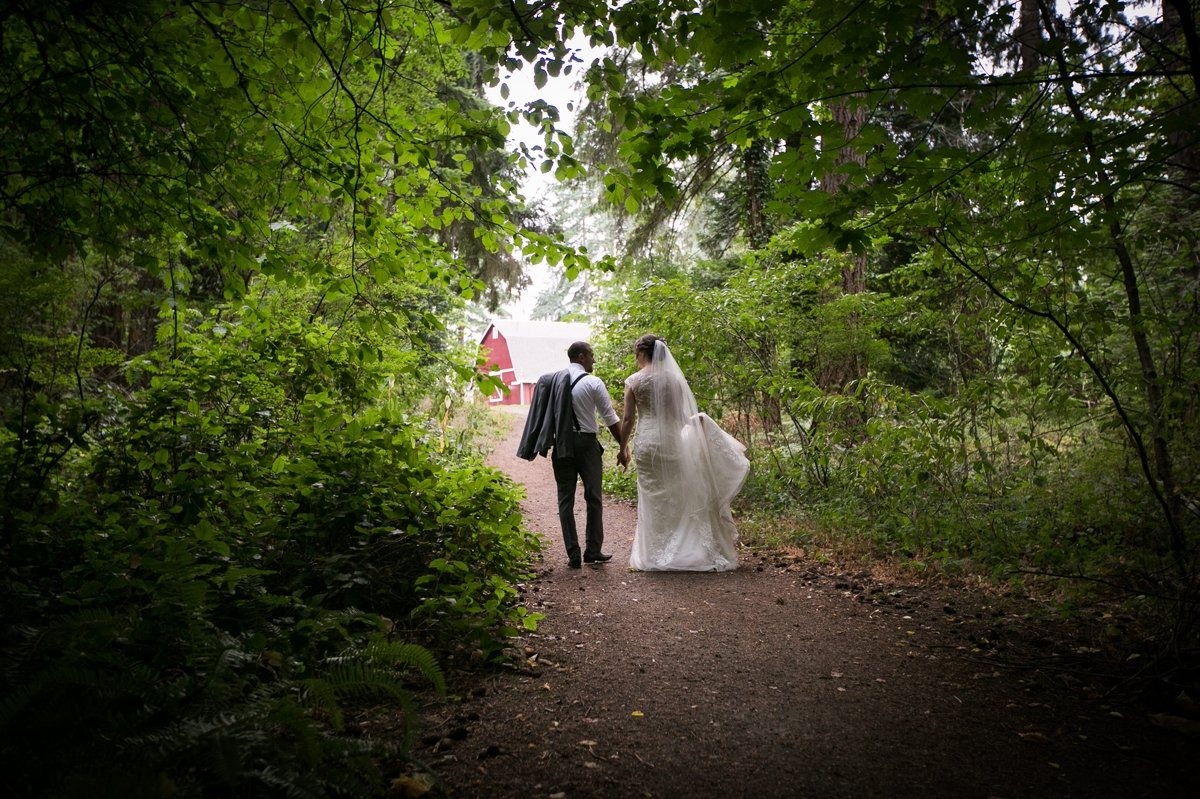 bride_and_groom_walking