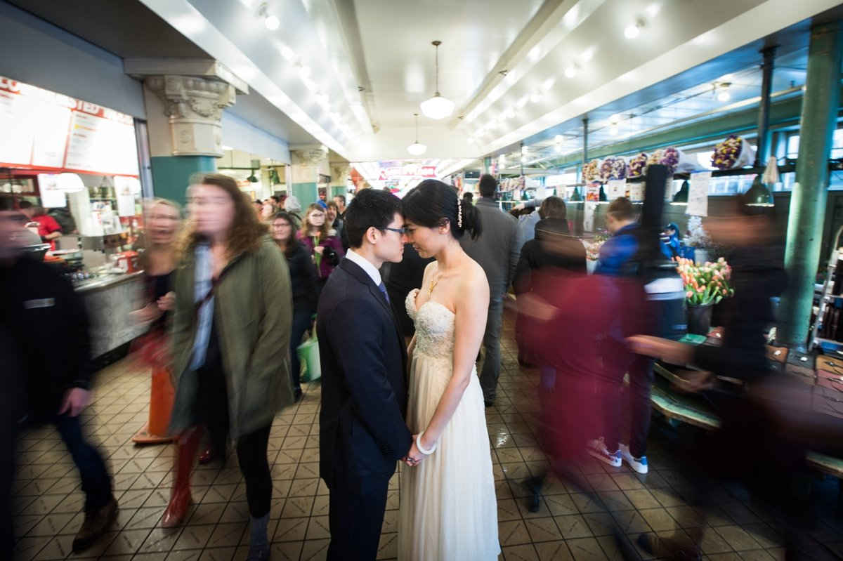 bride_and_groom_motion_pike_place_market