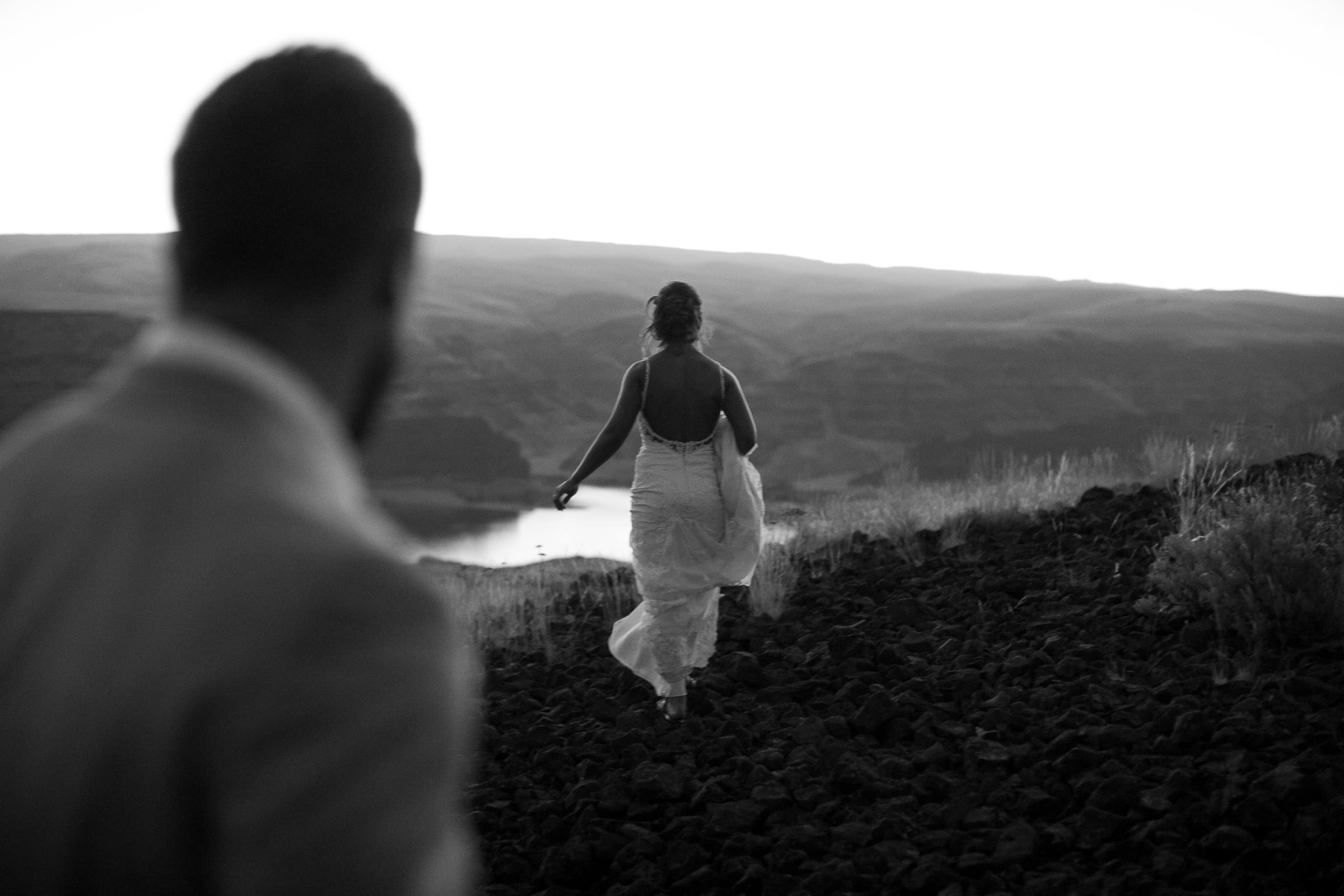 bride walking towards the canyon's edge
