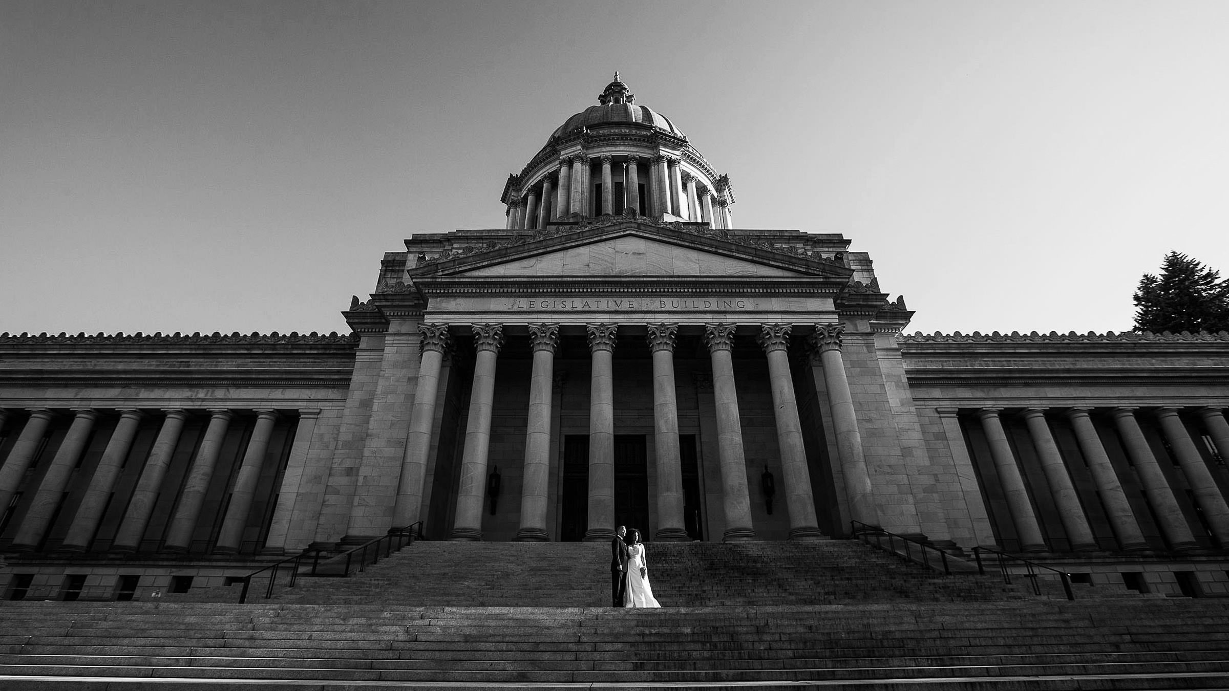 bride and groom in front of the Washington capitol building